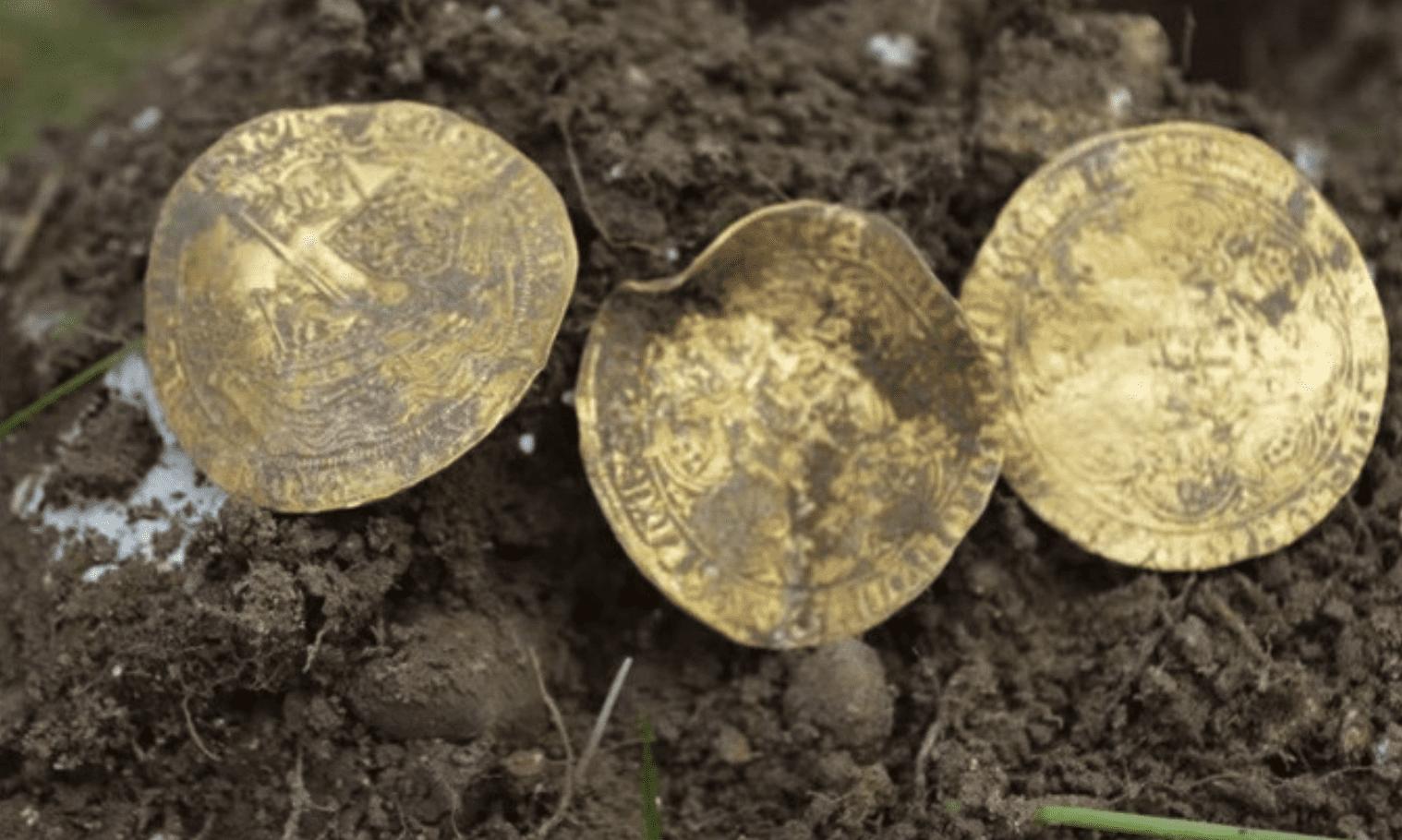 Au temps des Édouard : découverte d'un trésor du Moyen-Âge